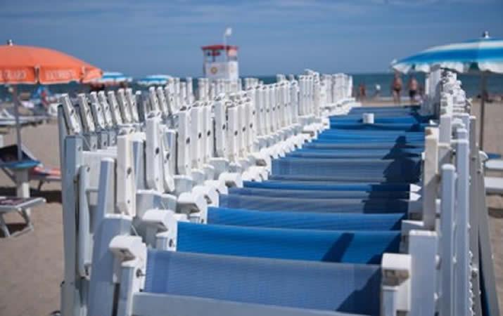 Spiaggia bagno onda 43 a rimini cimino hotel for Servizi bagno